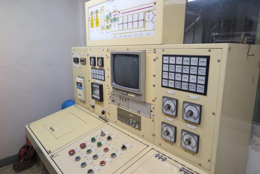 神奈川動物保護センターの現在は使用されていない殺処分機を操作する機械
