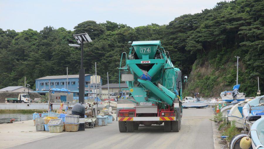 田代島にコンクリートミキサー車が出現