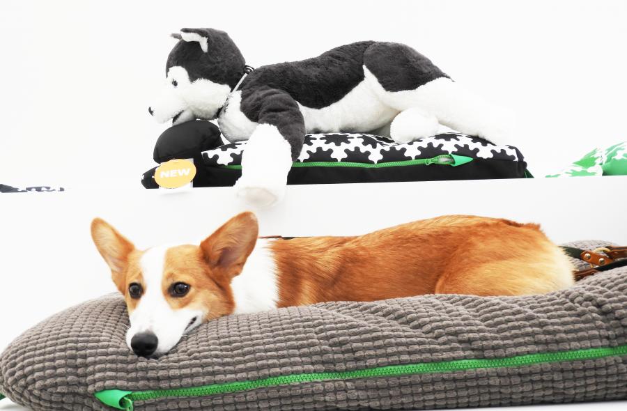 IKEAのペット用品シリーズ「ルールヴィグ」のクッションとコルク